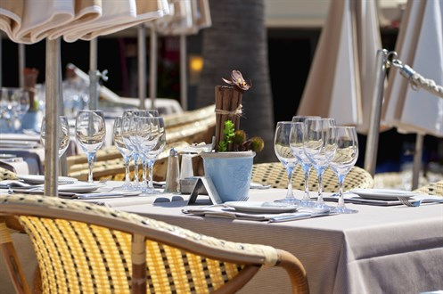 Outdoor Table Setting - Istock 000040821716